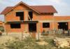 Ce presupune conceptul de case la roșu și de ce sa optezi pentru această variantă?